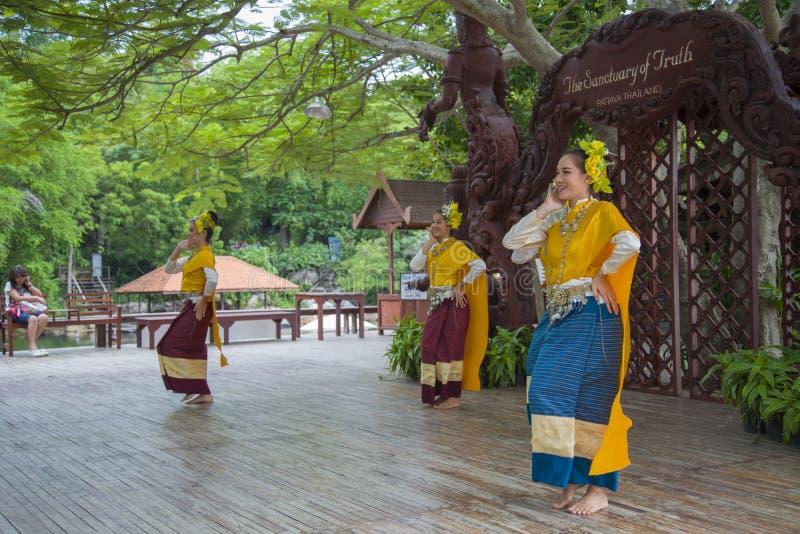 Pattaya Tajlandia, Wrzesień, - 14: Tradycyjny występ aktorzy przy świątynią prawda, na 14 2014 Wrześniu zdjęcia stock