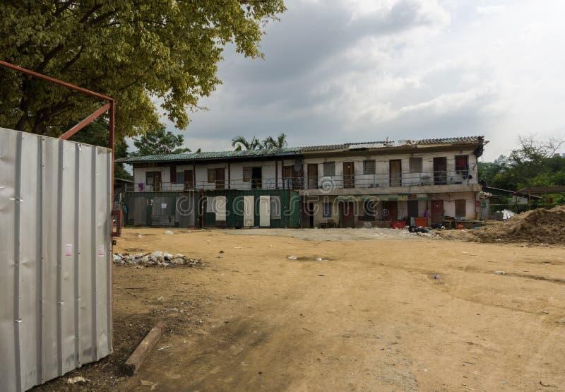 PATTAYA, THAÏLANDE - OCTOBRE 28,2018 : la 3ème route près du complexe d'appartements moderne de BT est ce vieux bâtiment avec des photos libres de droits