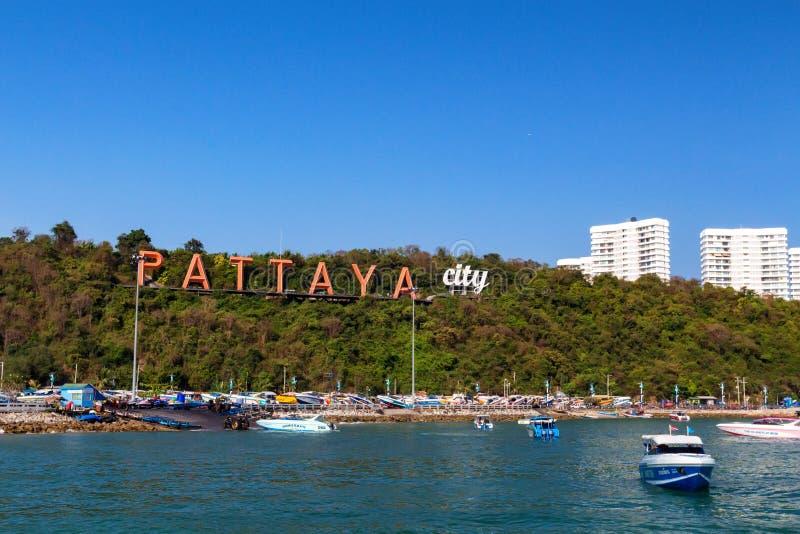 PATTAYA, THAÏLANDE - VERS EN MARS 2013 : Vue de baie de Pattaya de l'eau image libre de droits
