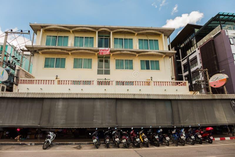 PATTAYA, THAILAND - APRIL 29,2019: Beachroad dit is een leeg, oud hotel royalty-vrije stock foto