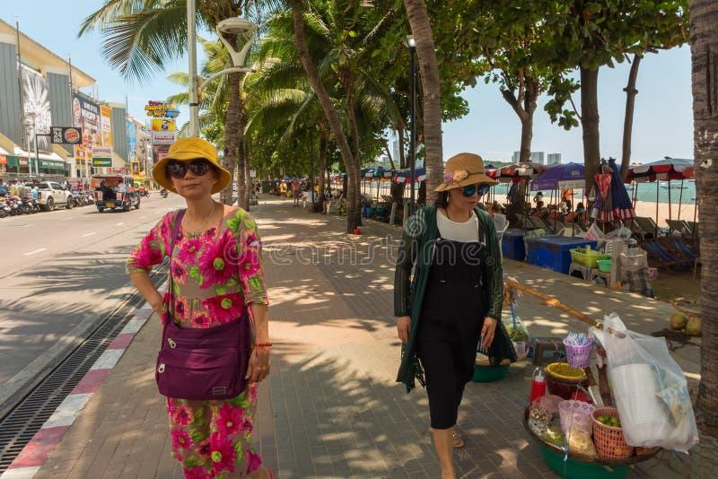 PATTAYA, THAILAND - APRIL 29,2019: Beachroad Dit gebied van de stad is een populair vergaderingspunt royalty-vrije stock afbeelding