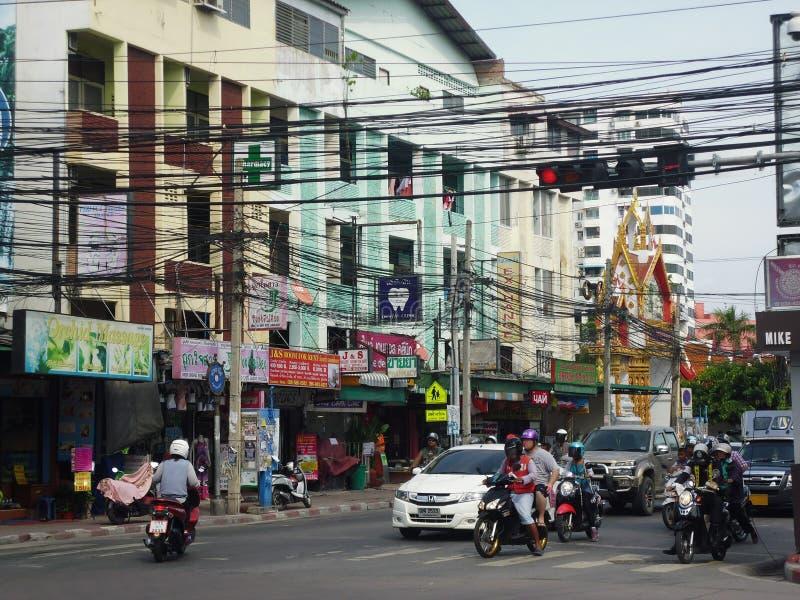 PATTAYA THAILAND - 22 APRIL, 2014: upptaget gatan arkivbilder