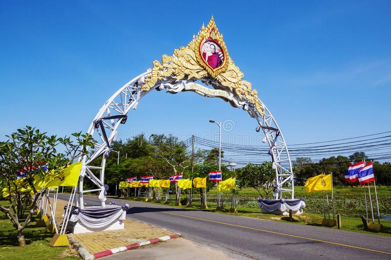 Pattaya, Thailand, Boog bij de ingang aan de tempel complex Wat Yan/Wat Yansangwararam/ royalty-vrije stock afbeelding