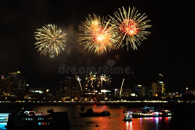 Pattaya Thailand Internationale Feuerwerke zeigen Festival Sch?ne Feuerwerke lizenzfreie stockfotos