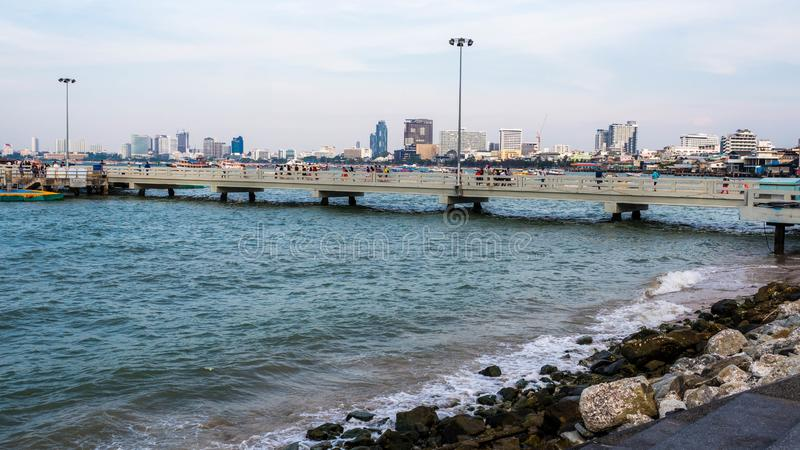 PATTAYA, THAILAND - Januari 14 - 2018: oriëntatiepunt in Bali Hai Pier Pattaya Er zijn vele te bezoeken toeristen, illustratief stock fotografie