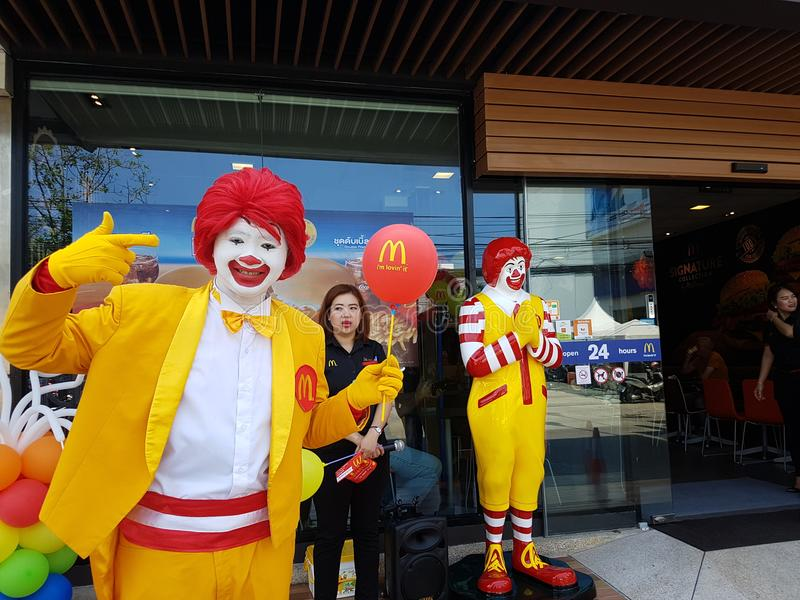 PATTAYA, THAILAND - MARCH 16, 2018 : mascot of Ronald McDonald stand in front of McDonald`s shop in Pattaya branch stock image