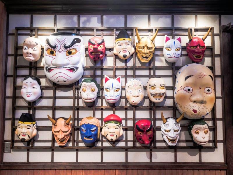 Pattaya Thailand - mars 7, 2019: Samlingar av traditionella maskeringar för en teater från en Japan kultur i terminalen 21 Pattay arkivbilder