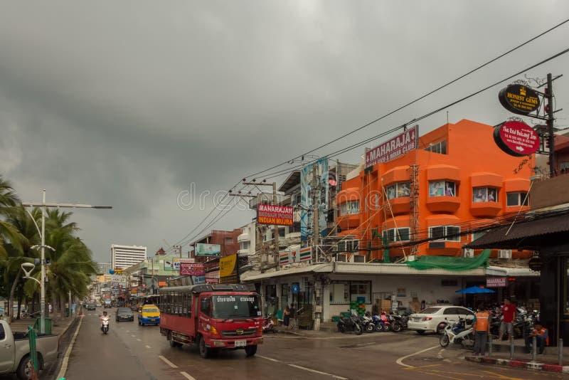 PATTAYA, THAILAND - OKTOBER 24,2018: De strandweg dit is één van de hoofdweggen van de stad stock fotografie