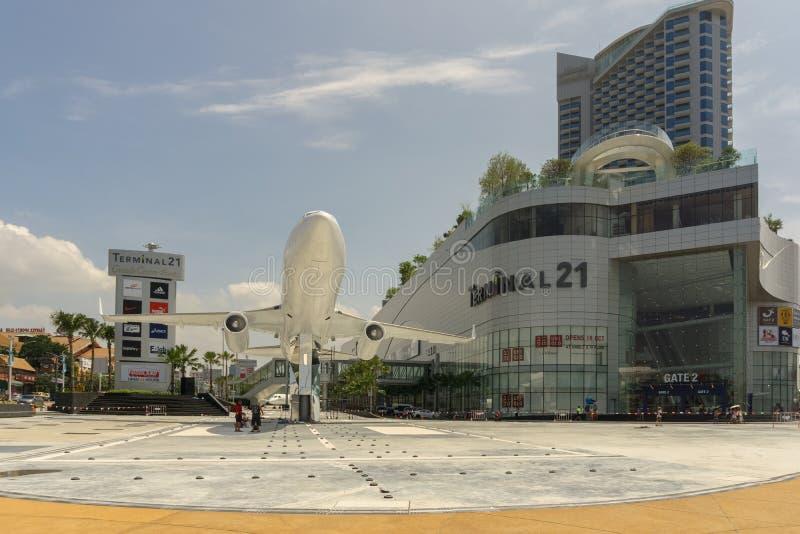 PATTAYA, THAILAND - OKTOBER 13,2018: Eind 21 dit zijn de grote, nieuwe wandelgalerij in Tweede Weg stock fotografie