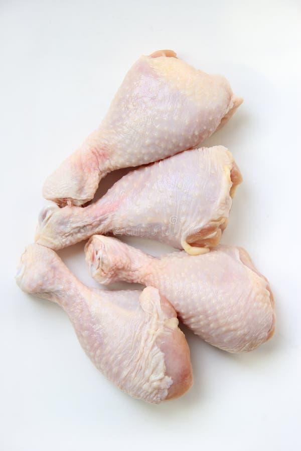 Patte de poulet crue image stock