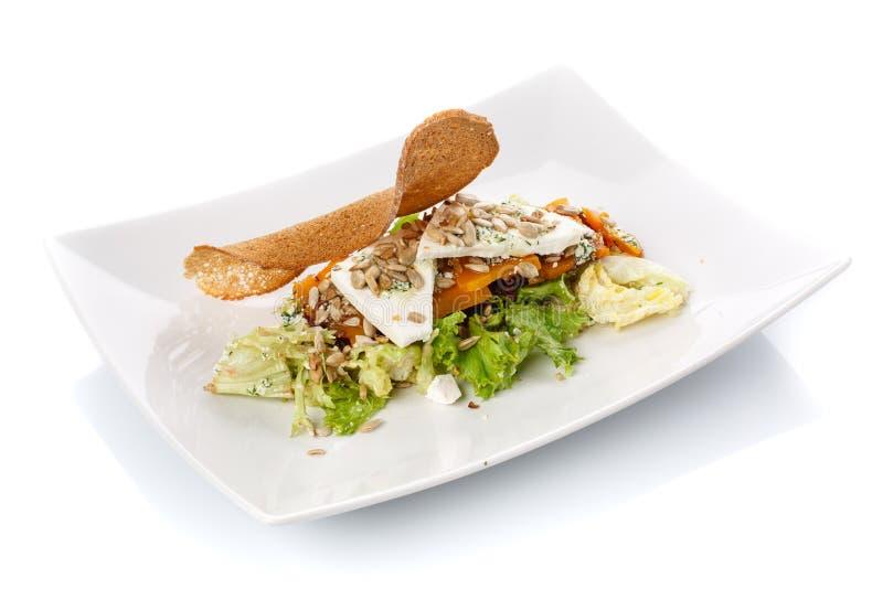 Patte de poulet frit Salade dans un plat Nourriture délicieuse images stock