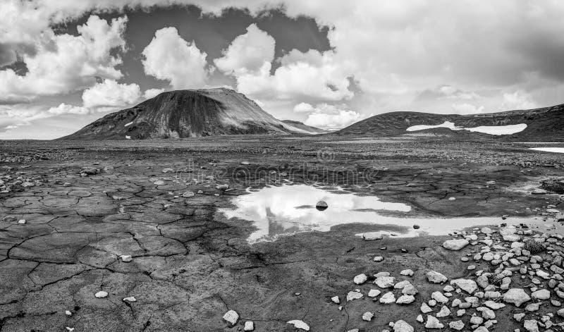 Patterndgrond met modderbarsten in mooi fundamenteel Ijslands landschap ijsland royalty-vrije stock fotografie