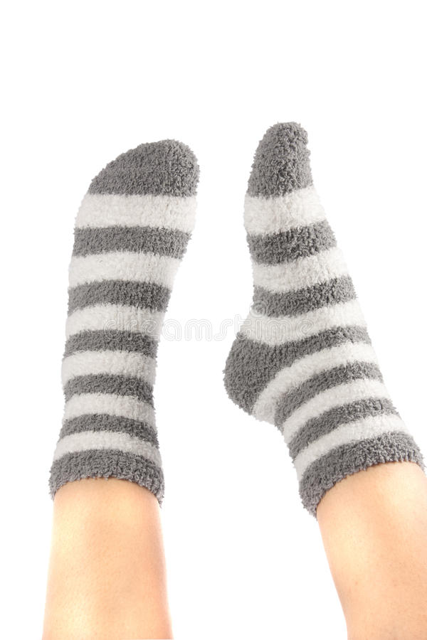 Pattes dans les chaussettes drôles image stock