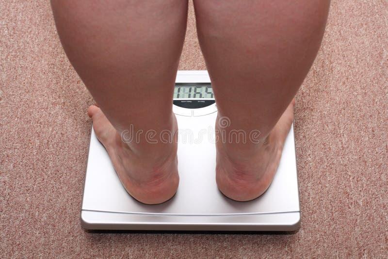 Pattes de femmes avec le poids excessif photo libre de droits