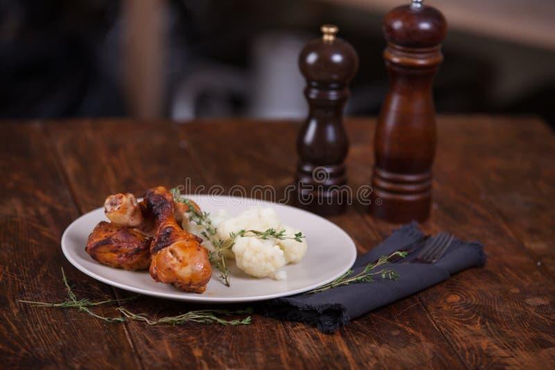 Pattes de poulet grillées photo stock