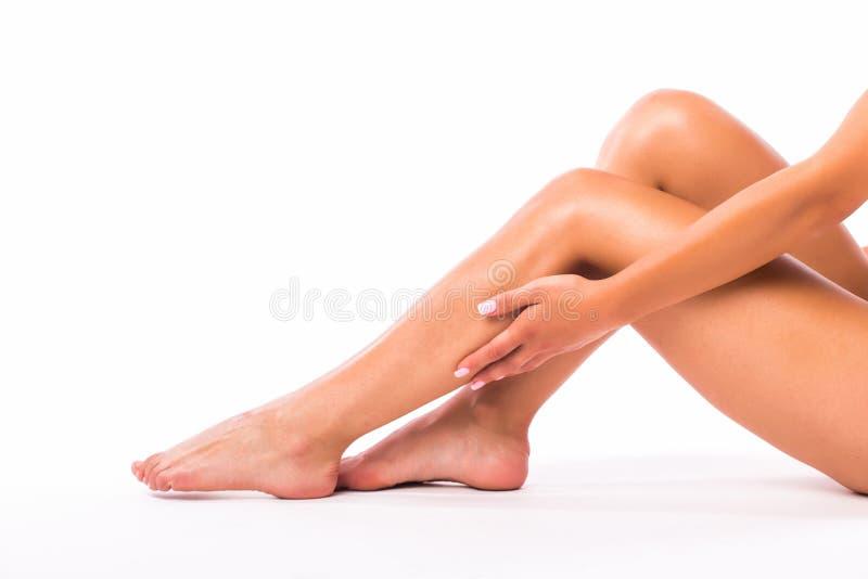 Download Pattes et mains de femme image stock. Image du crème - 76088189