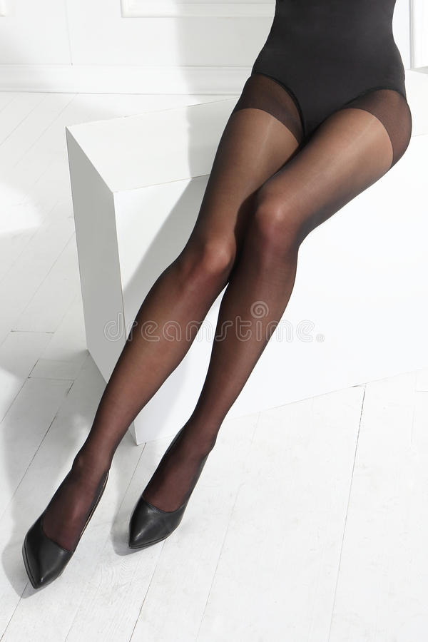 Pattes sexy de femme image stock