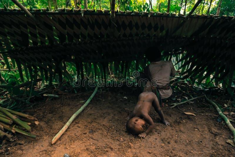 Download PATTHALUNG, TAILANDIA - 13 DE DICIEMBRE DE 2015: El Negrito De Tailandia Son Una Tribu Del Saa-gai Que Viven Pacífico En El Denso Foto de archivo editorial - Imagen de bosque, denso: 64205583