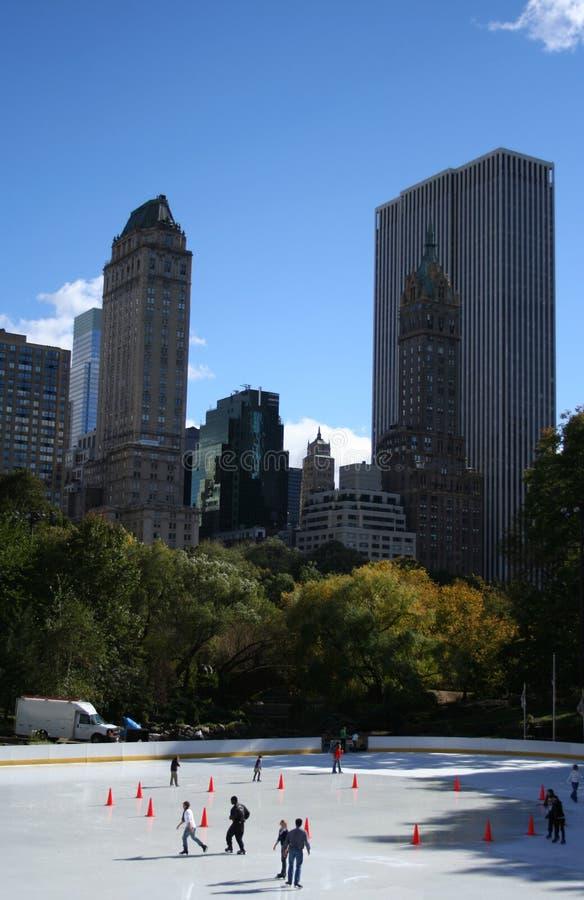 Pattinare di ghiaccio in Central Park immagini stock libere da diritti