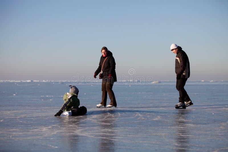 Pattinare di ghiaccio della famiglia fotografia stock