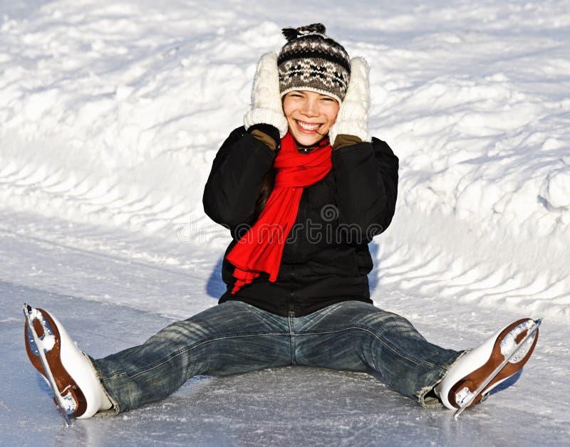 Pattinare di ghiaccio della ragazza di inverno fotografie stock libere da diritti