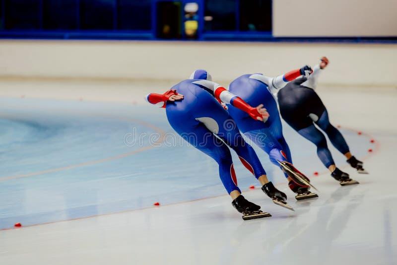 Pattinatori di velocità degli atleti delle donne della parte posteriore tre immagine stock libera da diritti