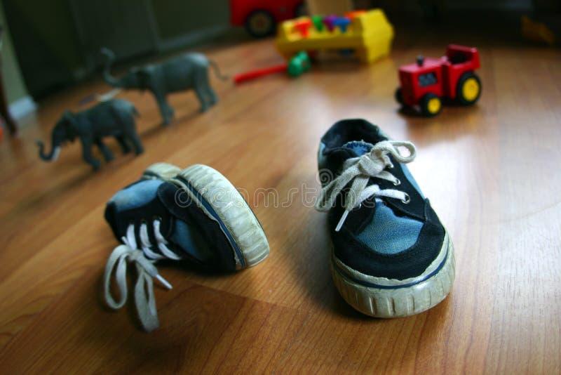 Download Pattini di bambino fotografia stock. Immagine di infanzia - 221826