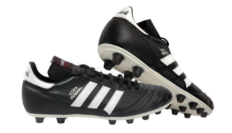 Pattini di calcio di Adidas fotografie stock