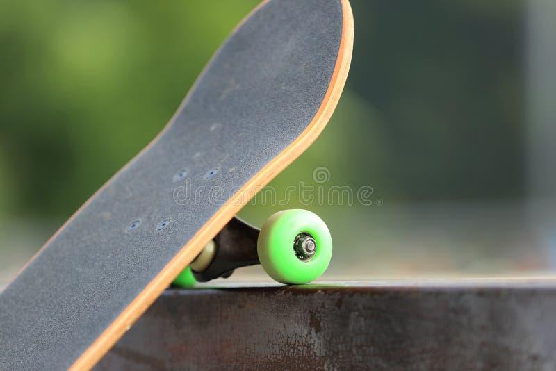 Pattino su skatepark fotografia stock libera da diritti