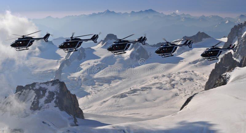 Pattuglia dell'elicottero in Mont Blanc fotografia stock libera da diritti