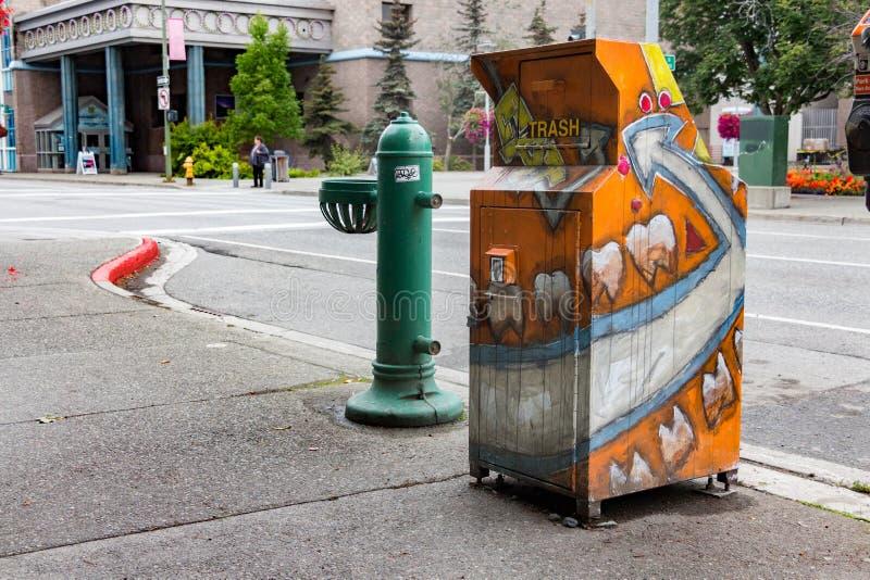 Pattumiera decorata, variopinto a Anchorage, Alaska immagine stock