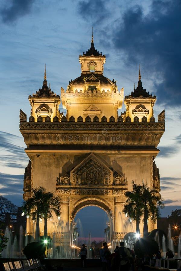 Patuxai zabytek przy nocą w Vientiane zdjęcie stock