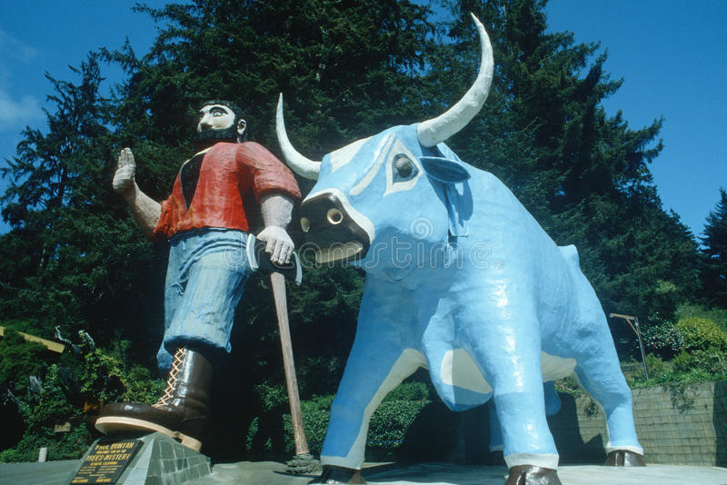 Paul Bunyan und Baby, der blaue Ochse, Klamath CA stockfotografie