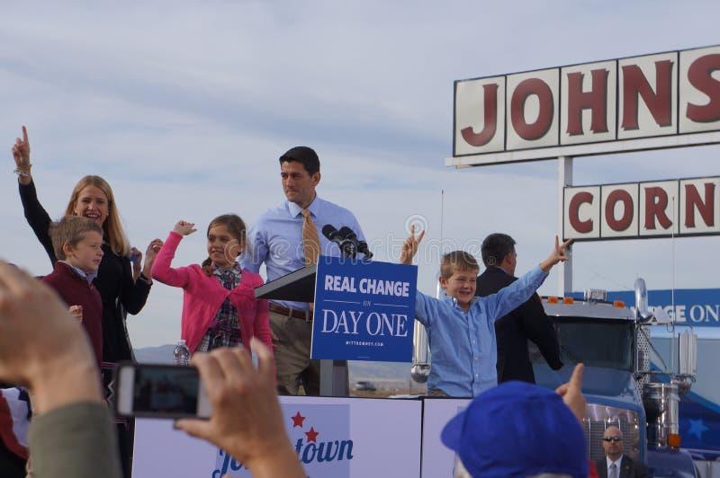 Paul Davis Ryan samlar Mitt Romney royaltyfria bilder