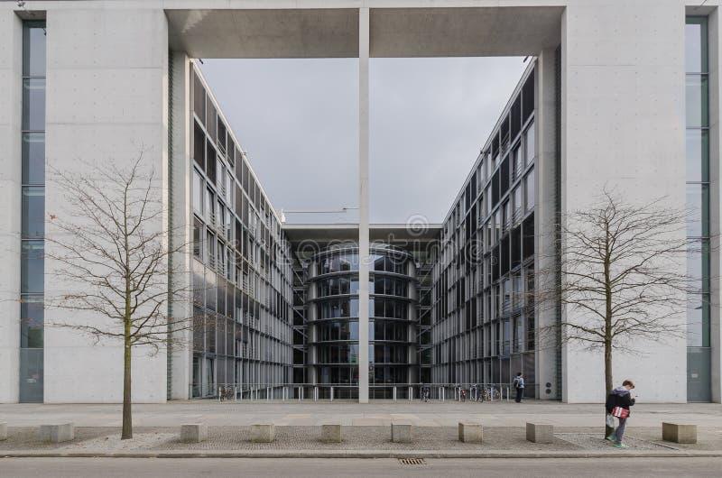 Paul Loebe Haus Parliamentary Office-Gebäude in Berlin mit zu lizenzfreie stockbilder