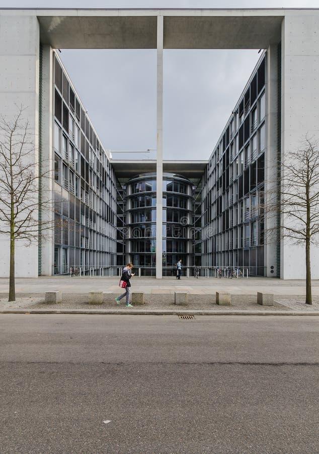 Paul Loebe Haus Parliamentary Office-Gebäude in Berlin mit zu lizenzfreies stockbild