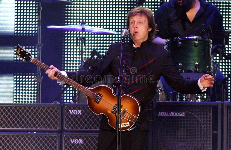 Paul McCartney führt im Konzert durch stockfotografie