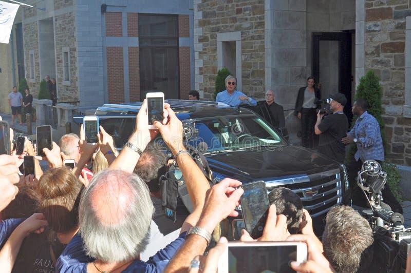 Paul McCartney que sale del hotel en Quebec, Canadá foto de archivo