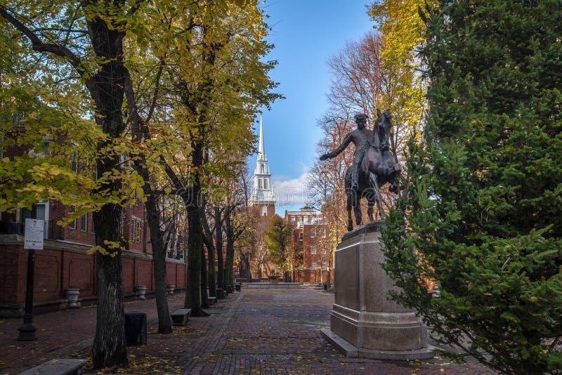 Paul Revere Statue et vieille église du nord - Boston, le Massachusetts, Etats-Unis images libres de droits