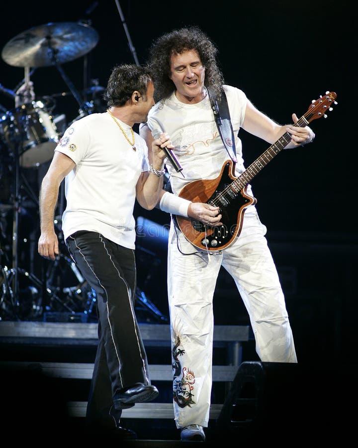 Paul Rodgers con la reina se realiza en concierto fotos de archivo