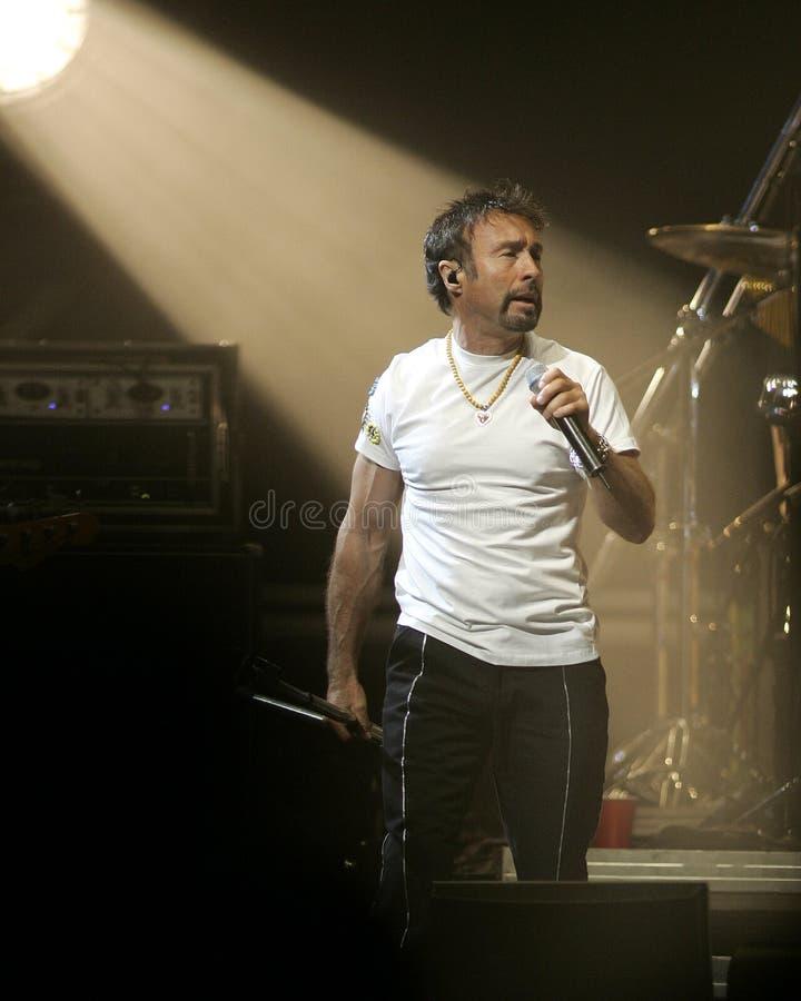 Paul Rodgers con la reina se realiza en concierto fotos de archivo libres de regalías