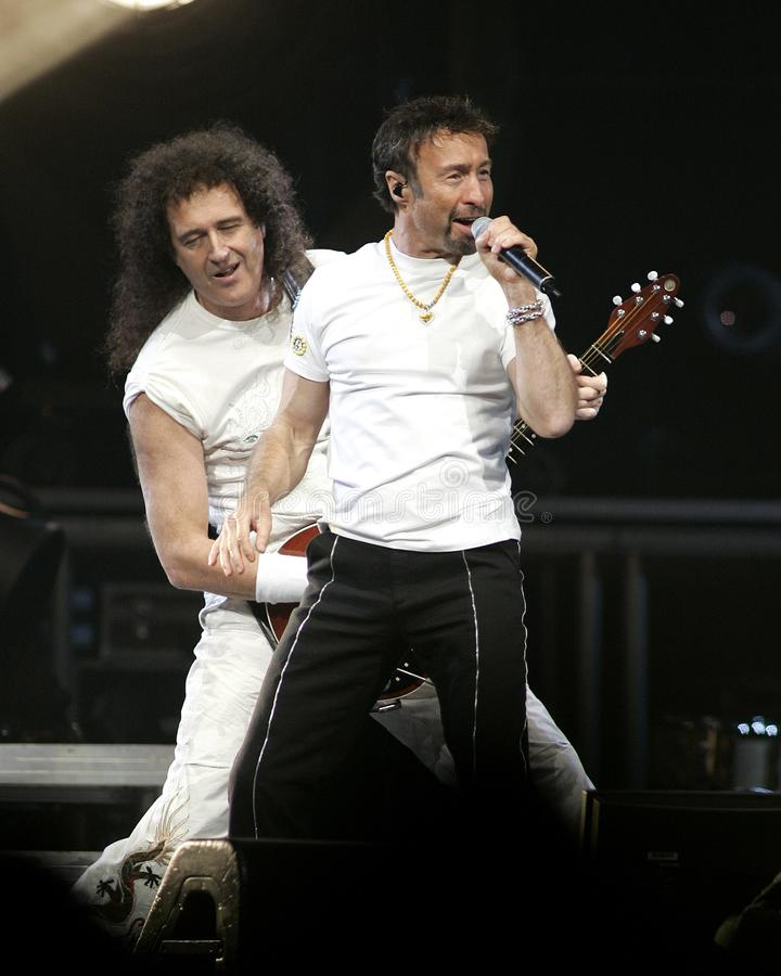Paul Rodgers con la reina se realiza en concierto imágenes de archivo libres de regalías