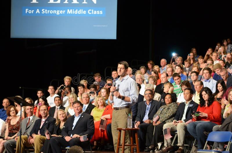 Paul Ryan samlar i Newport nyheterna, Virginia fotografering för bildbyråer