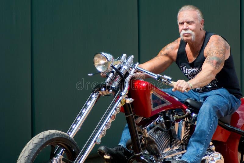 Paul Sr op zijn motorfiets royalty-vrije stock afbeeldingen