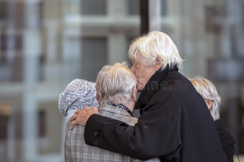 Paul Van Vliet At The Memorial-Zeremonie beim Concertgebouw in Amsterdam 27-10-2018 die Niederlande für den Tod von Wim Kok lizenzfreie stockbilder