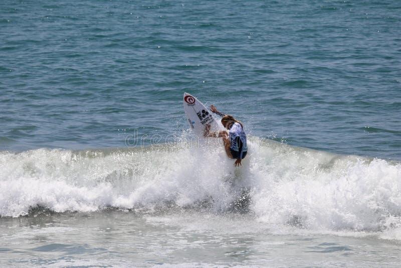 Pauline Ado som konkurrerar i US Open av att surfa 2018 royaltyfria bilder