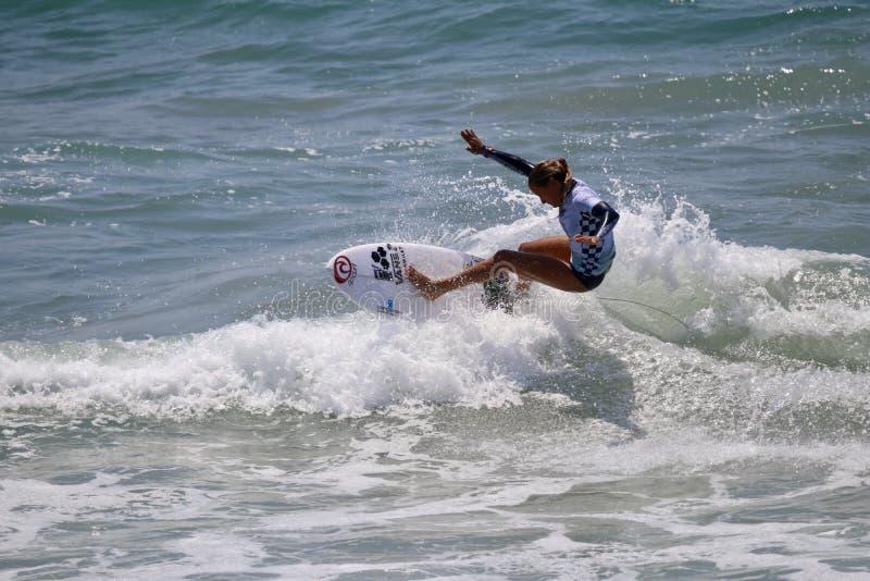 Pauline Ado som konkurrerar i US Open av att surfa 2018 fotografering för bildbyråer