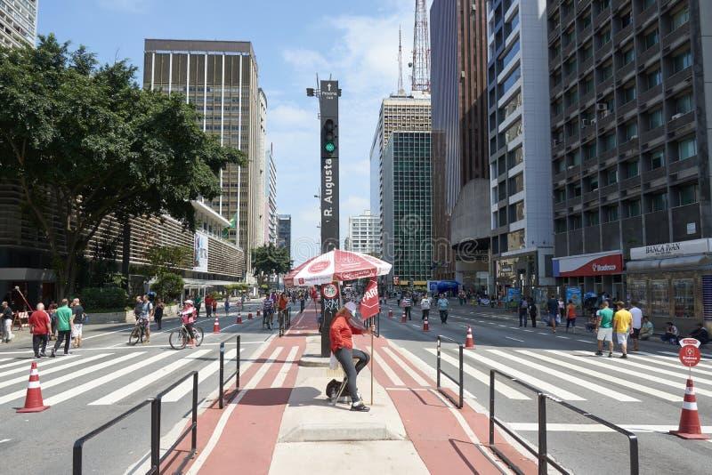 Paulista aleja w Sao Paulo, otwiera dla społeczeństwa dla zabawy obraz royalty free