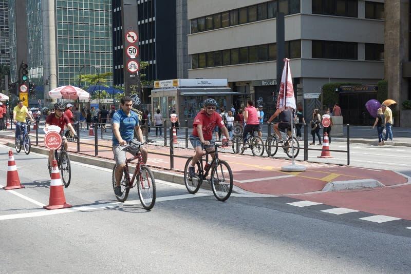 Paulista aleja w Sao Paulo, otwiera dla społeczeństwa dla zabawy zdjęcie stock