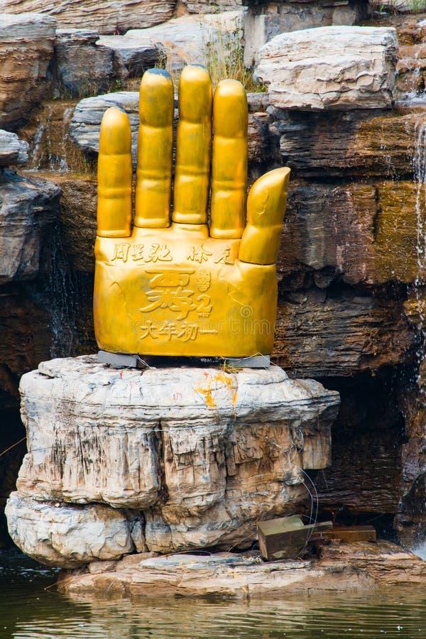 Paume d'or géante de Bouddha image libre de droits